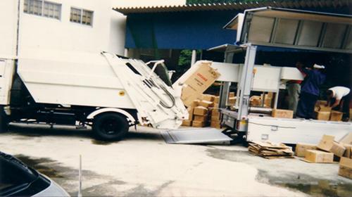 大型シュレッダー搭載車輌の原型